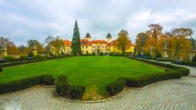 La primavera hermosa en Polonia septentrional - en un pequeño pueblo - sobre las montañas - enero de 2019 imágenes de archivo libres de regalías