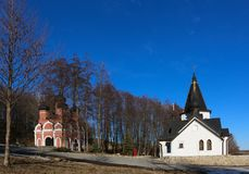 La primavera santa e la fonte in autunno in Poshchupovo, distretto di Rybnovsky, Rjazan', Russia fotografia stock libera da diritti