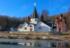 La primavera santa e la fonte in autunno in Poshchupovo, distretto di Rybnovsky, Rjazan', Russia immagine stock libera da diritti