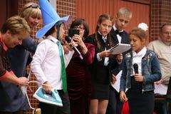 La primera llamada 1 de septiembre, día del conocimiento en la escuela rusa Día de conocimiento Primer día de escuela Fotografía de archivo