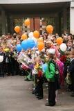 La primera llamada 1 de septiembre, día del conocimiento en la escuela rusa Día de conocimiento Primer día de escuela Imagen de archivo