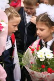 La primera llamada 1 de septiembre, día del conocimiento en la escuela rusa Día de conocimiento Primer día de escuela Foto de archivo libre de regalías