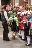 La primera llamada 1 de septiembre, día del conocimiento en la escuela rusa Día de conocimiento Primer día de escuela Foto de archivo