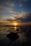 La primera luz detrás del mar, en Hua Hin, belleza de la naturaleza imagen de archivo libre de regalías