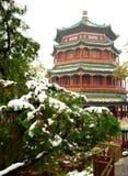 La primera nieve en palacio de verano Fotos de archivo libres de regalías