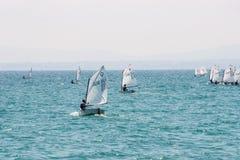La primera salida en los marineros de los jóvenes del mar Pomorie bulgaria Fotos de archivo libres de regalías