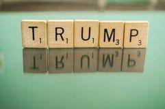 La primera segunda letra del Scrabble de la enmienda teja el triunfo imagen de archivo