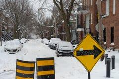 La primera tormenta de la nieve de la estación golpea Montreal, Canadá Fotos de archivo