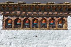 La prière bouddhiste roule dedans Thimphou, Bhutan Images libres de droits