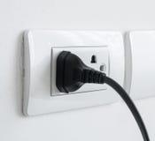 La prise de puissance électronique a branché une prise murale Photo libre de droits