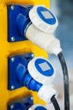 La prise de puissance et le coffret électrique avec des connecteurs fournit e Photographie stock