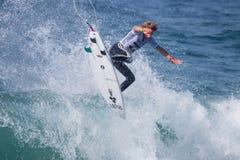 La pro concorrenza praticante il surfing di Ballito Fotografia Stock Libera da Diritti