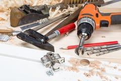 La produzione di mobilia nell'officina di carpenteria Immagine Stock