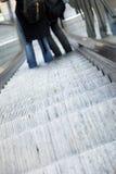 Hacia abajo escalera móvil Fotografía de archivo