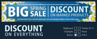 La progettazione del baner per la promozione è una vendita della molla delle margherite luminose su un fondo degli azzurri Modell Fotografia Stock
