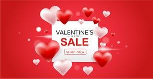 La progettazione dell'insegna di vendita del giorno di Valentine's con cuore rosso e rosa 3D balloons su fondo rosso Fotografia Stock