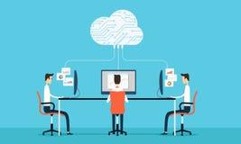 La programación de la gente desarrolla el web y el uso en trabajo de la red de la nube Imagen de archivo