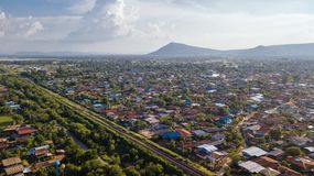 La prohibición Kok de la visión aérea lanzó la presa Lopburi Tailandia del PA con una honda Sak Foto de archivo libre de regalías