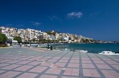 La promenade de bord de mer à Sitia Photographie stock