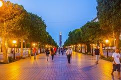 La promenade de soirée à Tunis Photographie stock libre de droits