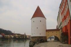 La 'promenade' del río del mesón en Passau, Alemania foto de archivo libre de regalías