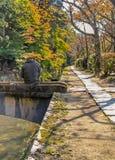La promenade du philosophe à Kyoto pendant l'automne photographie stock