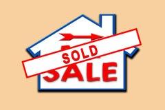 La propriété a vendu le signe. Photographie stock libre de droits