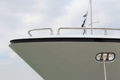 La prora bianca dell'yacht Immagine Stock Libera da Diritti
