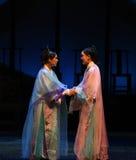 La prosperidad hace a amigos-detrás a las emperatrices palacio-modernas del drama en el palacio Imagen de archivo