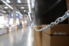 La prospettiva e la profondità di campo di grande capannone immagazzinano le società di logistica e di industriale immagini stock libere da diritti