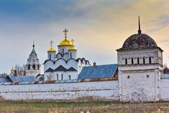 La protección del monasterio del ` s de las mujeres de Pokrovsky de la Virgen en Suzdal Fotos de archivo