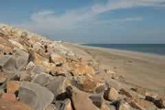 La protection côtière de plage Images stock