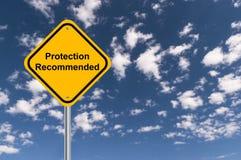 La protection a recommandé le poteau de signalisation image libre de droits