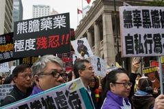 La protesta de Hong-Kong para suprime la bilis del oso que cultiva encendido Fotos de archivo libres de regalías