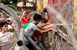 La protestation de masse a salué le Président Barack Obama des USA à Philippines Photo libre de droits
