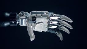 La prothèse robotique plie des doigts, production cybernétique banque de vidéos