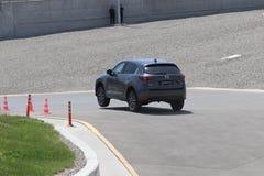 La prova su strada della seconda generazione ha fatto un restyling l'incrocio SUV di Mazda CX-5 Fotografia Stock Libera da Diritti