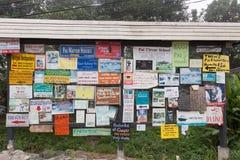 La publicité au bord de la route Photo libre de droits