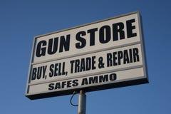 La publicité de magasin d'arme à feu Images stock