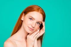 la publicité du concept Fille rouge naturelle nue, smo frais pur brillant photos libres de droits