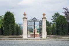 La puerta al jardín en el top de la colina del te Fotos de archivo libres de regalías