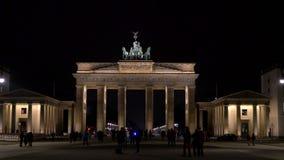 La puerta de Brandeburgo en la noche, Pariser Platz, Berl?n, Alemania metrajes