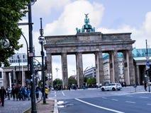 La puerta de Brandeburgo es el ` s de Berlín la mayoría de la señal famosa Un símbolo de Berlín y de la división alemana durante  Fotografía de archivo