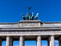 La puerta de Brandeburgo es el ` s de Berlín la mayoría de la señal famosa Un símbolo de Berlín y de la división alemana durante  Imagenes de archivo