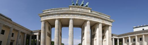 La puerta de Brandeburgo es el ` s de Berlín la mayoría de la señal famosa Un símbolo de Berlín y de la división alemana durante  Imagen de archivo