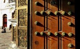 La puerta de Convento de San Francisco o santo Francis Monastery, Lima, Perú fotos de archivo libres de regalías