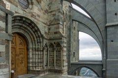 La puerta de la iglesia el sacros di San Micaela, también conocida como S Fotos de archivo