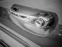 La puerta de la manija del primer del coche clásico, tiene un polvo más sucio y ru Imagen de archivo