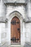 La puerta de mármol de la iglesia (la iglesia de St Margaret) Foto de archivo