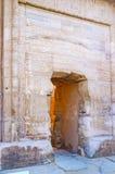 La puerta de piedra en el templo de Kom Ombo Imágenes de archivo libres de regalías